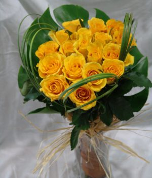 Sw0130-20-Yellow-Rose-with-vase-400AED-110$